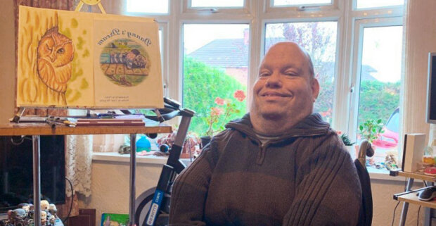 Muž se zdravotním postižením stal umělcem kresby, a jeho kresby zdobí dětské knihy