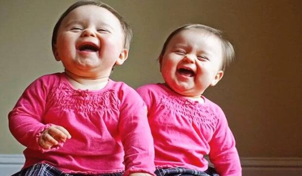 """""""Když je dvakrát tolik štěstí"""": Jak se žijí rodiče dvojčat"""