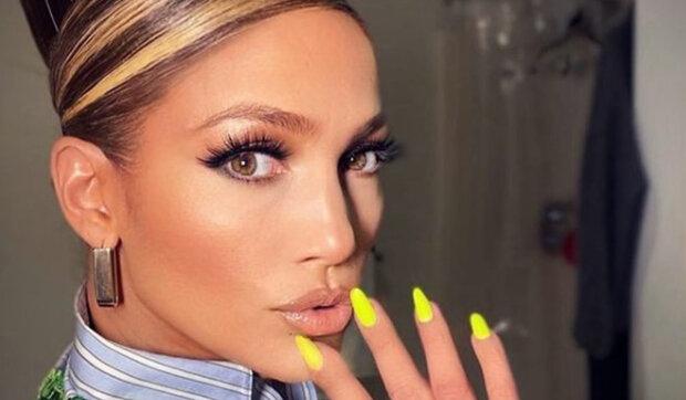 """""""Nestárne, vypadá jako holka"""": 51letá Jennifer Lopezová dokázala fanouškům, že se za 20 let nezměnila"""