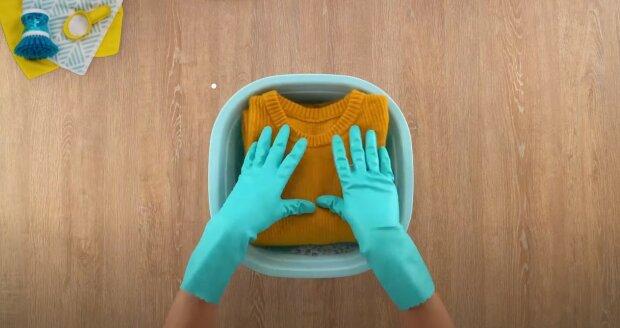 Co dělat, když se při mytí posadily věci: jak zachránit oblečení