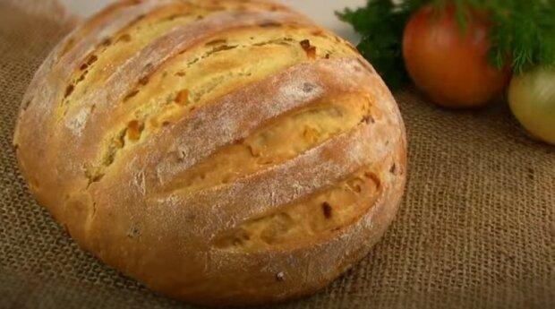 """Vonný cibulový chleba: """"Vychází s křupavou kůrkou a velmi jemný a měkký uvnitř"""