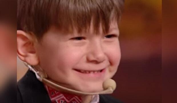 První kroky chlapce, který neměl chodit: Slzy a radost v očích dospělých