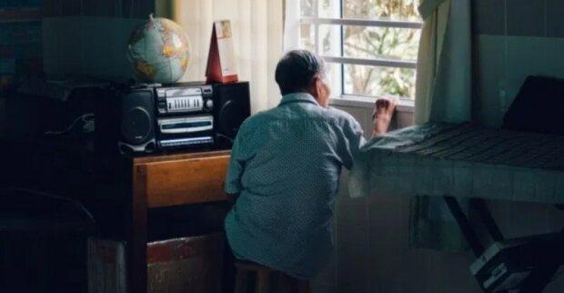 """Dědeček byl zamčený v domě seniorů, ale vnučka s ním stále mohla sdílet dobré zprávy: """"Všichni zaměstnanci a dokonce spolubydlící plakali"""""""