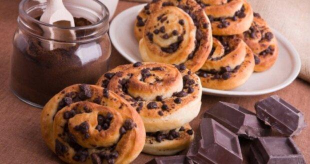 """""""Raz-dva a je hotové"""": rychle housky s čokoládou a ořechy"""