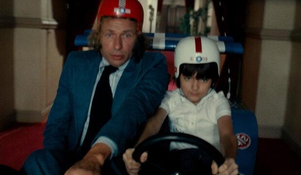 Co se stalo s chlapcem-milionářem z komedie Hračka s Pierrem Richardem