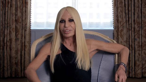 """""""Skutečná krása není venku, ale je často pod povrchem"""": Jak vypadala Donatella Versace před plastikou"""