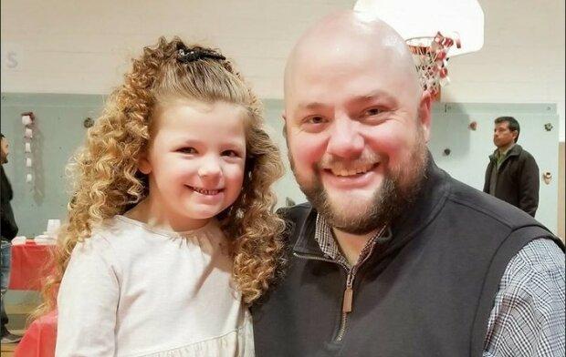 """""""Česal hřívu"""": svobodný otec se naučil ovládat kudrlinky své dcery"""