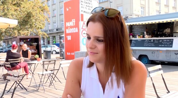 """""""Je mi tak blbě, že nejsem ani schopná sníst"""": Těhotná Ornella Koktová oslavila 28. narozeniny v posteli"""