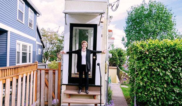 Manžel vyhnal manželku z domu a ona se rozhodla moudře pomstít: postavila svůj dům 5 metrů od něj