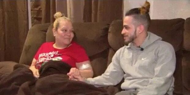 Syn dal mamince, která je nemocná, neobvyklý dárek, který jí zachrání život