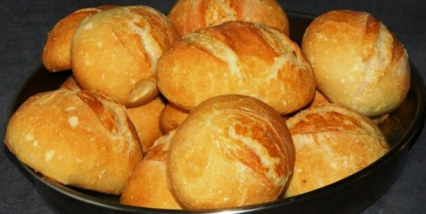 """Lahodné křupavé německé drožďové housky: """"Nahrazujeme nimi chleba"""""""