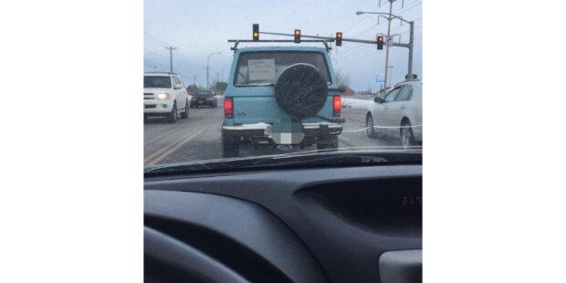 """""""Uviděla jsem poznámku na skle a porozuměla jsem všemu """": Žena byla velmi naštvaná, když stála v koloně za pomalu jedoucím autem"""