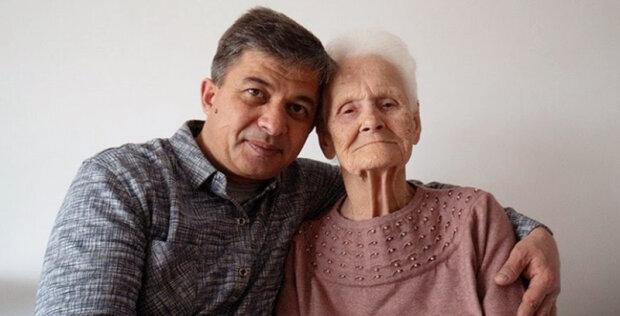 """""""Synek, vezmi mě k sobě"""" - muž poskytl přístřeší sto let staré veteránce, která byla zbavena bydlení"""