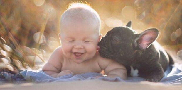 Chlapeček a štěně se narodili ve stejný den a teď si mysli, ze jsou bratři